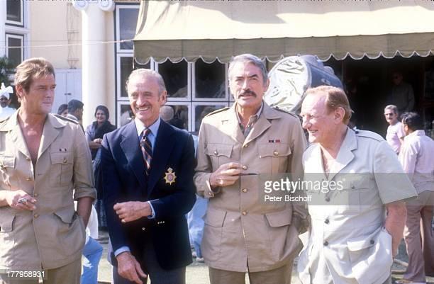 Roger Moore Trevor Howard Gregory Peck David Niven Dreharbeiten zum Kinofilm 'Die Seewölfe kommen' Neu Dehli Indien Asien Uniform Kostüm Schauspieler