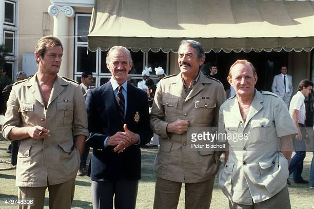 'Roger Moore Trevor Howard Gregory Peck David Niven Dreharbeiten zum Kinofilm ''Die Seewölfe kommen'' am in Neu Dehli Indien '