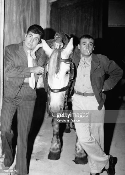 Roger Pierre et JeanMarc Thibault dans le film 'Un cheval pour deux' à Epinay France le 5 septembre 1961