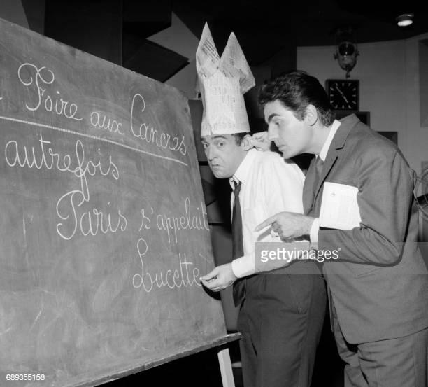 Roger Pierre et JeanMarc Thibault deux fantaisistes français se produisent dans les années cinquante dans 'La foire aux Cancres' sur la scène d'un...