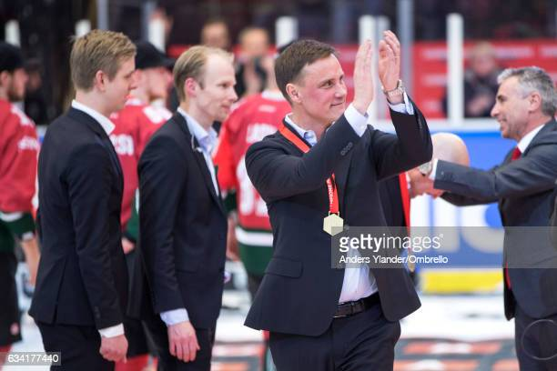 Roger Ronnberg head coach of Frolunda Gothenburg thanks the fans after winning the Champions Hockey League Final between Frolunda Gothenburg and...