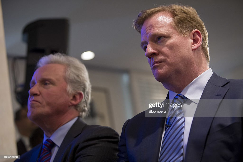 Roger S. Goodell, commissioner of the National Football League (NFL), left, and Jeffrey 'Jeff' Immelt, chairman and chief executive officer of General Electric Co. (GE), sit during a news conference in New York, U.S., on Monday, March 3, 2013. The National Football League, General Electric Co. and Under Armour Inc. will join in a four-year, $60 million effort to develop imaging technology for detecting, treating and preventing brain injuries. Photographer: Scott Eells/Bloomberg via Getty Images
