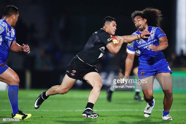 Roger TuivasaSheck of the Kiwis charges forward during the 2017 Rugby League World Cup match between the New Zealand Kiwis and Samoa at Mt Smart...
