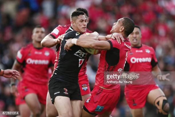 Roger TuivasaSheck of the Kiwis fends against William Hopoate of Tonga during the 2017 Rugby League World Cup match between the New Zealand Kiwis and...