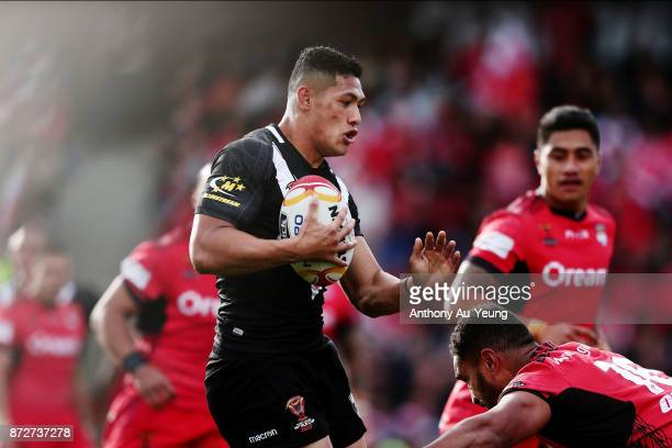 Roger TuivasaSheck of the Kiwis makes a run during the 2017 Rugby League World Cup match between the New Zealand Kiwis and Tonga at Waikato Stadium...