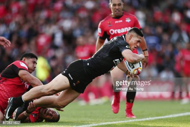 Roger TuivasaSheck of the Kiwis scores a try during the 2017 Rugby League World Cup match between the New Zealand Kiwis and Tonga at Waikato Stadium...