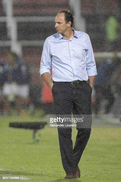 Rogerio Ceni Head Coach of Sao Paulo in action during the match between Flamengo and Sao Paulo as part of Brasileirao Series A 2017 at Ilha do Urubu...