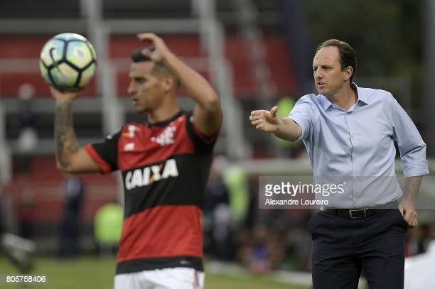 Rogerio Ceni Head Coach of Sao Paulo reacts during the match between Flamengo and Sao Paulo as part of Brasileirao Series A 2017 at Ilha do Urubu...