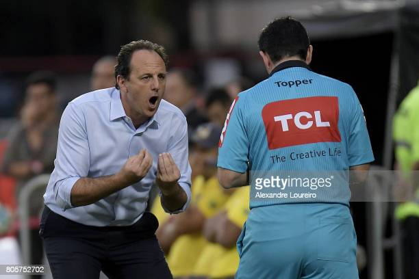 Rogerio Ceni Head Coach of Sao Paulo yells with the referee during the match between Flamengo and Sao Paulo as part of Brasileirao Series A 2017 at...