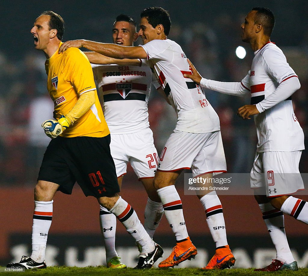 Rogerio Ceni of Sao Paulo celebrates their thirth goal during the match between Sao Paulo and Santos for the Brazilian Series A 2015 at Morumbi stadium on June 03, 2015 in Sao Paulo, Brazil.