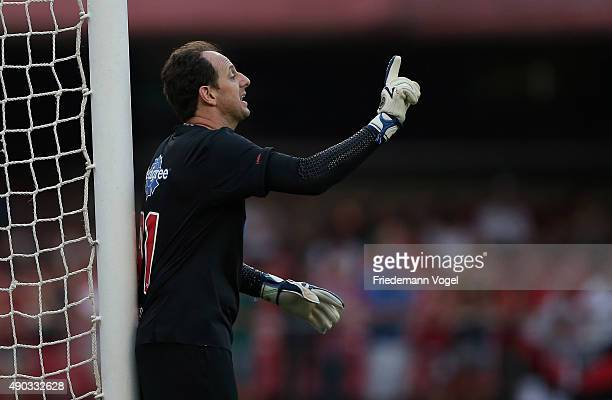 Rogerio Ceni of Sao Paulo gives advise during the match between Sao Paulo and Palmeiras for the Brazilian Series A 2015 at Estadio do Morumbi on...