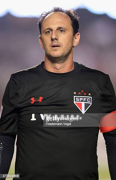 Rogerio Ceni of Sao Paulo looks on during a first leg match between between Sao Paulo and Cruzeiro as part of round of sixteen of Copa Bridgestone...