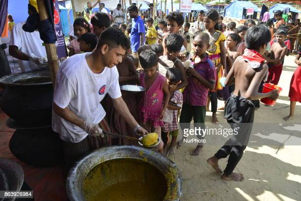 Rohingya refugee children collects food at the palongkhali makeshift Camp in Cox's Bazar Bangladesh on September 06 2017 According to the United...