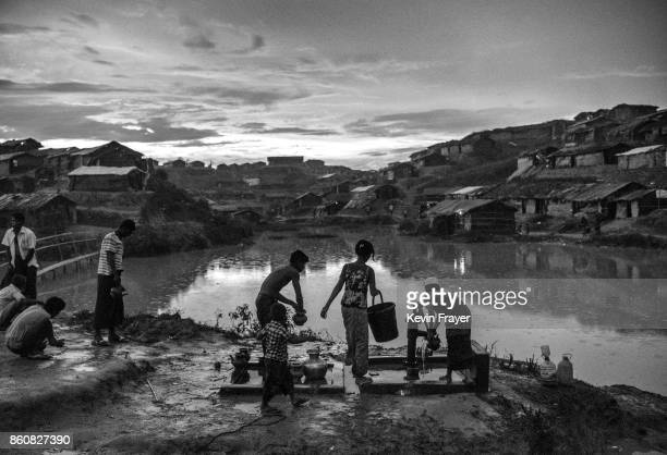 COX'S BAZAR BANGLADESH SEPTEMBER 27 Rohingya refugees fetch water from a well at the sprawling Balukali refugee camp on September 27 2017 in Cox's...