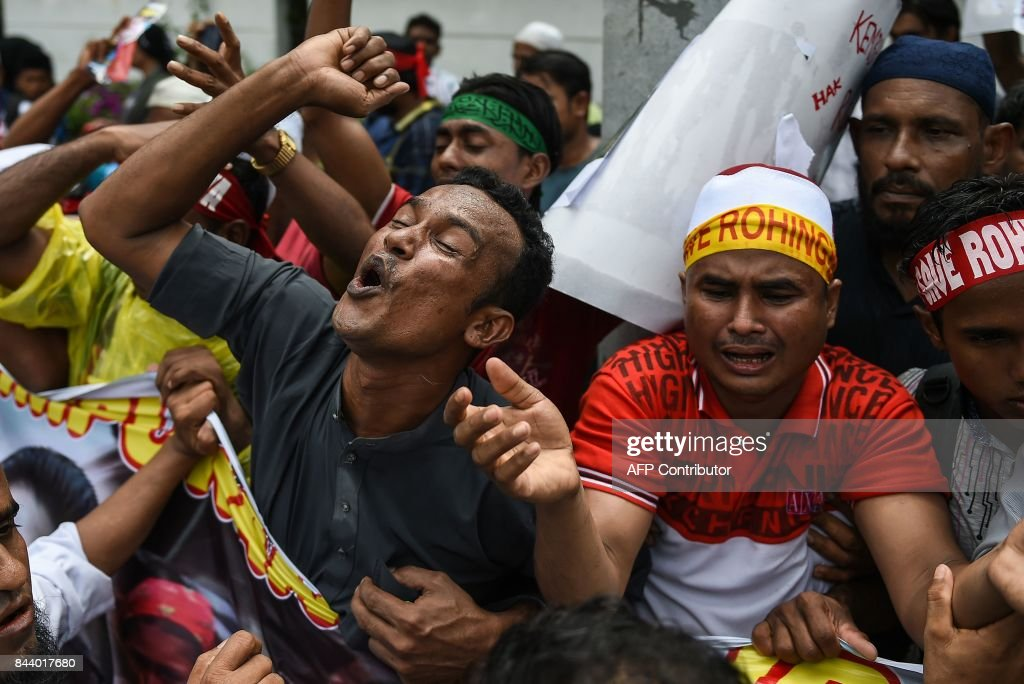 Rohingya refugees living in Malaysia react during a protest against the treatment of Rohingya Muslims in Myanmar, in Kuala Lumpur on September 8, 2017. Hundreds of protestors chanting 'Long live Rohingya' demonstrated outside the Myanmar embassy in the Malaysian capital on September 8 to condemn the deadly violence against the Muslim minority. / AFP PHOTO / Mohd RASFAN