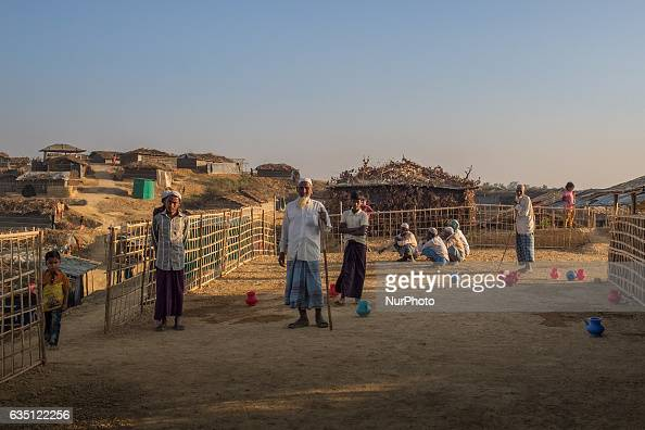 Rohingya refugees stand at Kutupalong Refugee Camp Cox's Bazar Bangladesh February 7 2017 After attacks by Rohingya militants on border police posts...