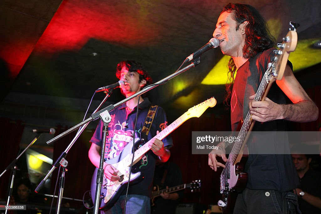 Rohit Kulkarni(L) from Emperor's Minge and Chintan Kaira from Parikrama, members of Think Floyd, in New Delhi on May 20, 2010.