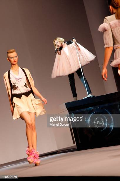 Roisin Murphy performs during the Viktor Rolf Pret a Porter show during Paris Womenswear Fashion Week Spring/Summer 2010 at Espace Ephemere Tuileries...