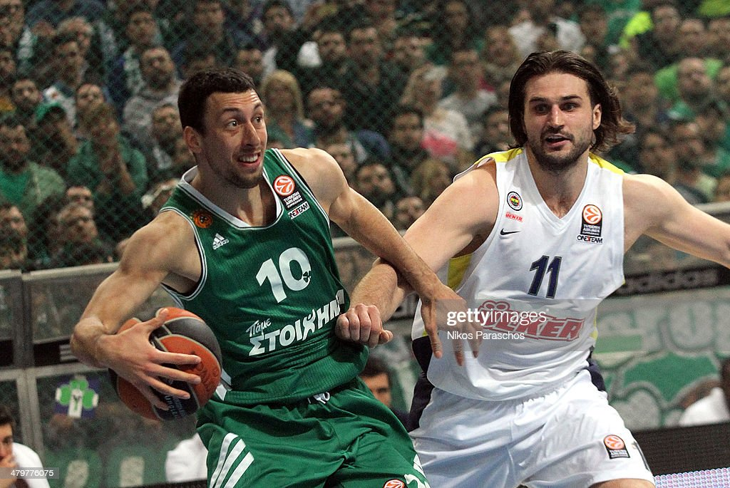 Roko Ukic, #10 of Panathinaikos Athens competes with <a gi-track='captionPersonalityLinkClicked' href=/galleries/search?phrase=Linas+Kleiza&family=editorial&specificpeople=211014 ng-click='$event.stopPropagation()'>Linas Kleiza</a>, #11 of Fenerbahce Ulker Istanbul during the 2013-2014 Turkish Airlines Euroleague Top 16 Date 11 game between Panathinaikos Athens v Fenerbahce Ulker Istanbul at Olympic Sports Center Athens on March 20, 2014 in Athens, Greece.