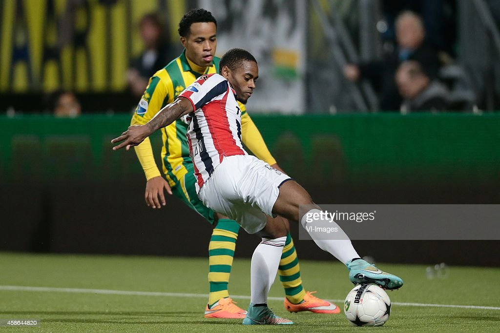 Roland Alberg of ADO Den Haag Terell Ondaan of Willem II during the Dutch Eredivisie match between ADO Den Haag and Willem II Tilburg at Kyocera...
