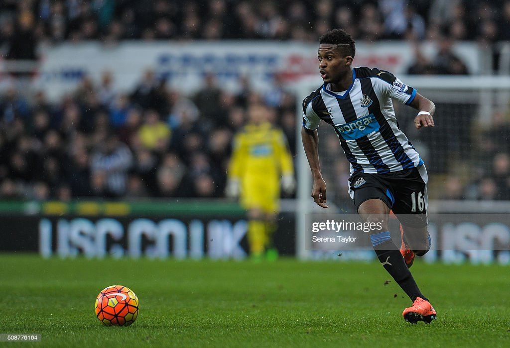 <a gi-track='captionPersonalityLinkClicked' href=/galleries/search?phrase=Rolando+Aarons&family=editorial&specificpeople=12380775 ng-click='$event.stopPropagation()'>Rolando Aarons</a> of Newcastle (16) runs with the ball during the Barclays Premier League match between Newcastle United and West Bromwich Albion at St.James' Park on February 6, 2016, in Newcastle upon Tyne, England.