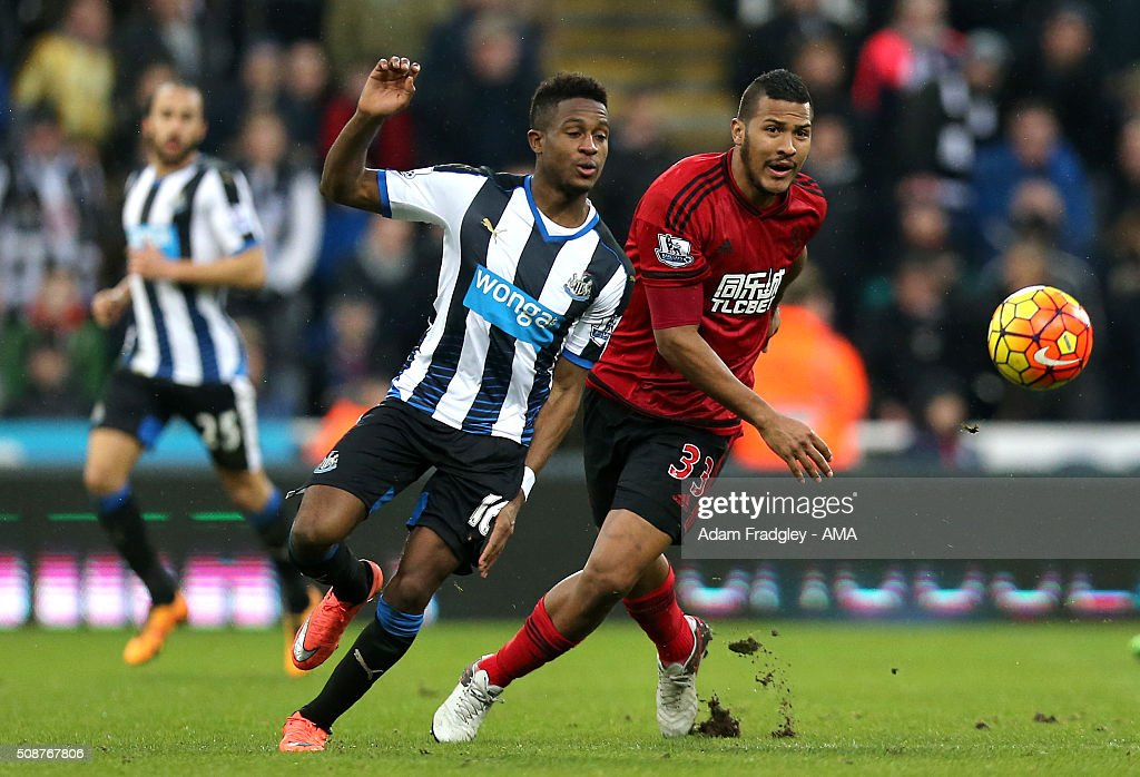 <a gi-track='captionPersonalityLinkClicked' href=/galleries/search?phrase=Rolando+Aarons&family=editorial&specificpeople=12380775 ng-click='$event.stopPropagation()'>Rolando Aarons</a> of Newcastle United and Salomon Rondon of West Bromwich Albion during the Barclays Premier League match between Newcastle United and West Bromwich Albion at St. James Park on February 06, 2016 in Newcastle-upon-Tyne, England.