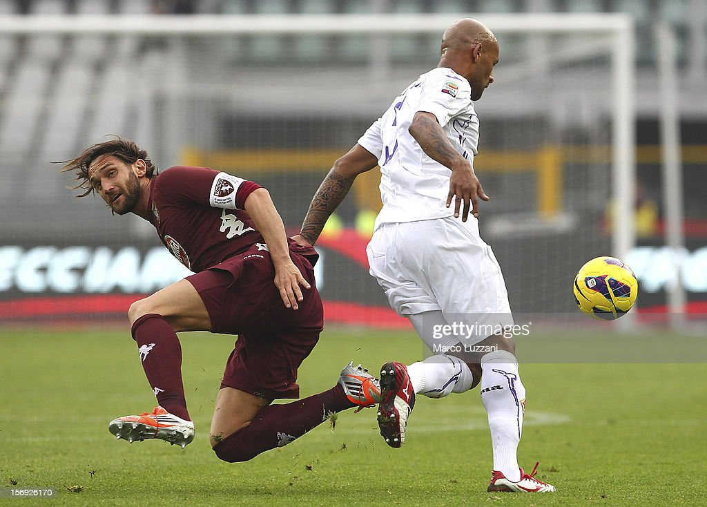 <a gi-track='captionPersonalityLinkClicked' href=/galleries/search?phrase=Rolando+Bianchi&family=editorial&specificpeople=605847 ng-click='$event.stopPropagation()'>Rolando Bianchi</a> of Torino FC competes for the ball with <a gi-track='captionPersonalityLinkClicked' href=/galleries/search?phrase=Ruben+Olivera&family=editorial&specificpeople=2181454 ng-click='$event.stopPropagation()'>Ruben Olivera</a> of ACF Fiorentina during the Serie A match between Torino FC and ACF Fiorentina at Stadio Olimpico di Torino on November 25, 2012 in Turin, Italy.