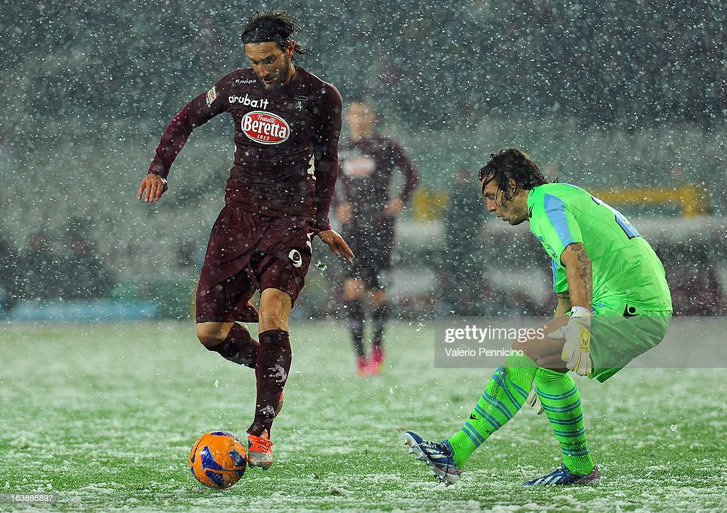 <a gi-track='captionPersonalityLinkClicked' href=/galleries/search?phrase=Rolando+Bianchi&family=editorial&specificpeople=605847 ng-click='$event.stopPropagation()'>Rolando Bianchi</a> (L) of Torino FC turns <a gi-track='captionPersonalityLinkClicked' href=/galleries/search?phrase=Federico+Marchetti+-+Soccer+Player&family=editorial&specificpeople=15029741 ng-click='$event.stopPropagation()'>Federico Marchetti</a> of S.S. Lazio during the Serie A match between Torino FC and S.S. Lazio at Stadio Olimpico di Torino on March 17, 2013 in Turin, Italy.