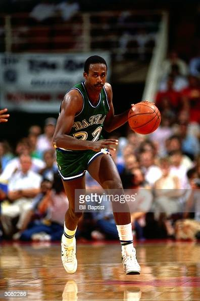 Rolando Blackman of the Dallas Mavericks drives to the basket during an NBA game circa 1988 NOTE TO USER User expressly acknowledges and agrees that...