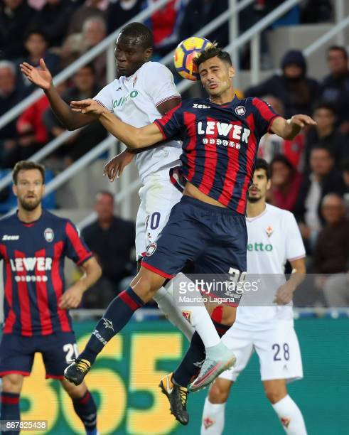 Rolando Mandragora of Crotone competes for the ball in air with Khouma Babacar of Fiorentina during the Serie A match between FC Crotone and ACF...
