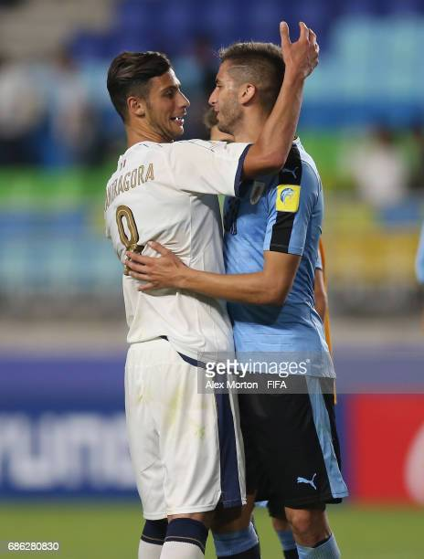 Rolando Mandragora of Italy and Rodrigo Bentancur of Uruguay during the FIFA U20 World Cup Korea Republic 2017 group D match between Italy and...
