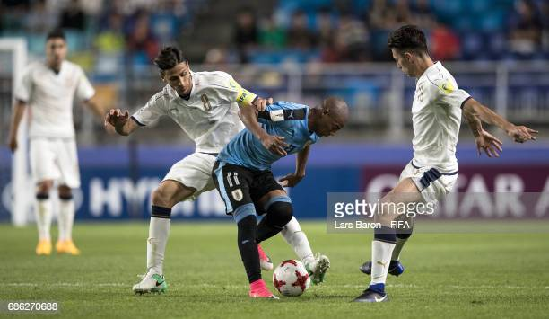 Rolando Mandragora of Italy challenges Diego de la Cruz of Uruguay for the ball during the FIFA U20 World Cup Korea Republic 2017 group D match...