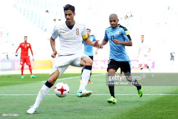 Rolando Mandragora of Italy makes a pass with pressure from Santiago Viera of Uruguay during the FIFA U20 World Cup Korea Republic 2017 3rd rank...