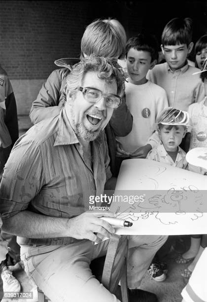 Rolf Harris drawing sketches as he entertains children at Albert Dock Liverpool 13th July 1986