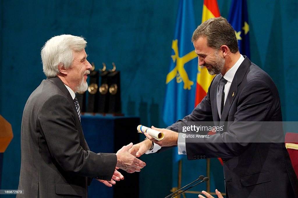 Rolf Heuer (L) receives from Prince Felipe of Spain (R) the Prince of Asturias Award for Technical & Scientific Research during the 'Prince of Asturias Awards 2013' ceremony at the Campoamor Theater on October 25, 2013 in Oviedo, Spain.