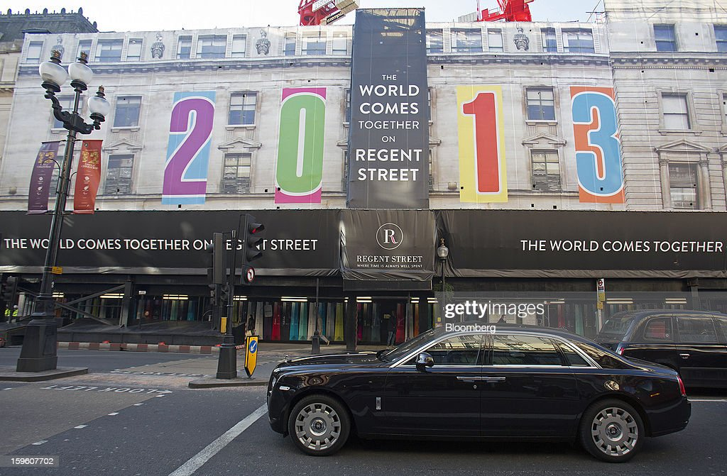 A Rolls Royce automobile waits at traffic signals near a giant banner reading 'The World Comes Together On Regent Street - 2013,' covering a commercial real estate redevelopment on Regent Street in central London, U.K., on Thursday, Jan. 17, 2013. The pound weakened to a nine-month low against the euro as investors favored assets in the 17-member currency region, betting the struggling U.K. economy will weigh on sterling. Photographer: Simon Dawson/Bloomberg via Getty Images