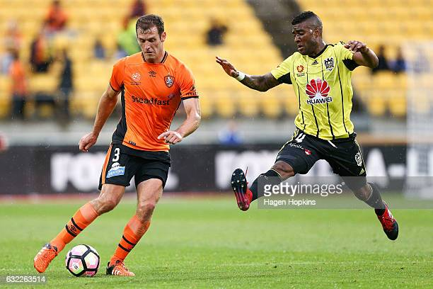 Roly Bonevacia of the Phoenix attempts to block the pass of Luke DeVere of the Roar during the round 16 ALeague match between the Wellington Phoenix...