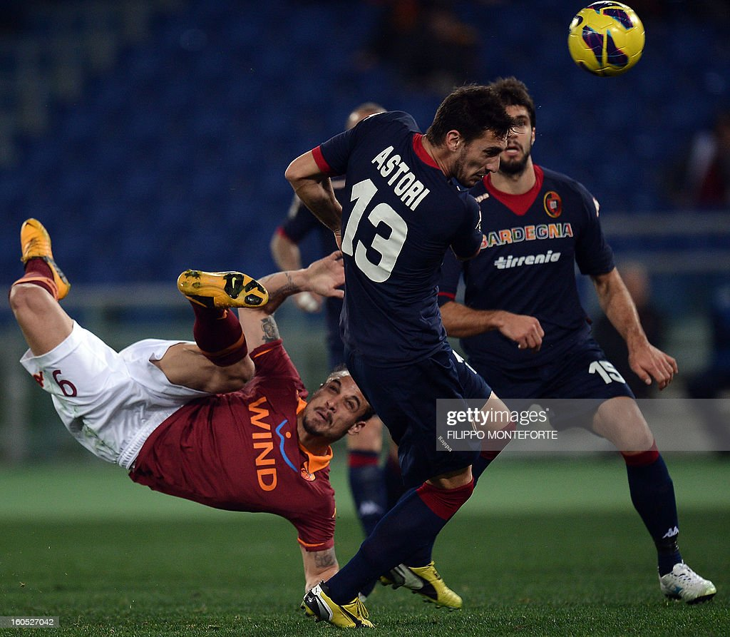 AS Roma Argentine forward Pablo Daniel Osvaldo (L) vies with Cagliari defender Luca Rossettini during the Serie A football match AS Roma vs Cagliari in Rome's Olympic Stadium on Febuary 1, 2013.