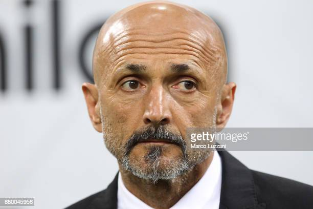 Roma coach Luciano Spalletti looks on before the Serie A match between AC Milan and AS Roma at Stadio Giuseppe Meazza on May 7 2017 in Milan Italy