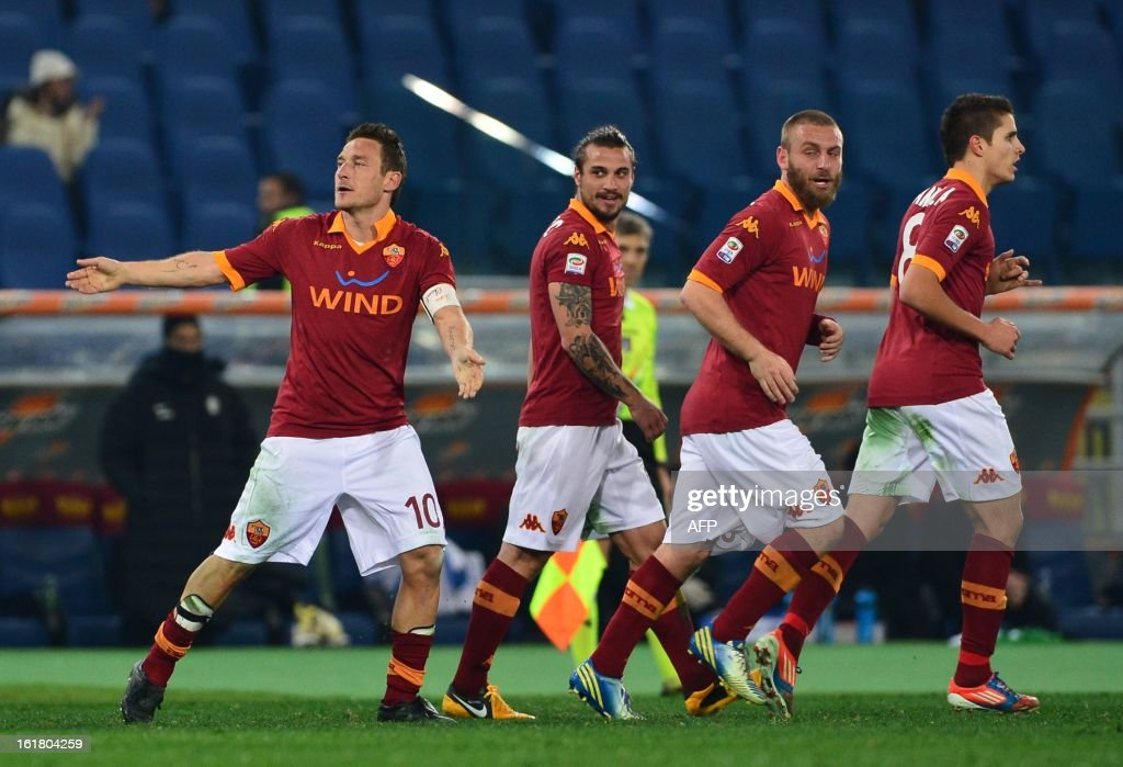 AS Roma forward Francesco Totti (L) celebrates after scoring a goal with his team mates during the Italian Serie A football match between AS Roma and Juventus on February 16, 2013 at the Olympic Stadium in Rome.
