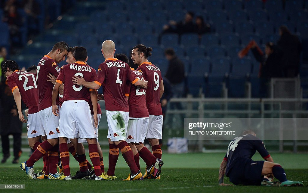 AS Roma forward Francesco Totti (C) celebrates with teamates after scoring against Cagliari during the Serie A football match AS Roma vs Cagliari in Rome's Olympic Stadium on Febuary 1, 2013.