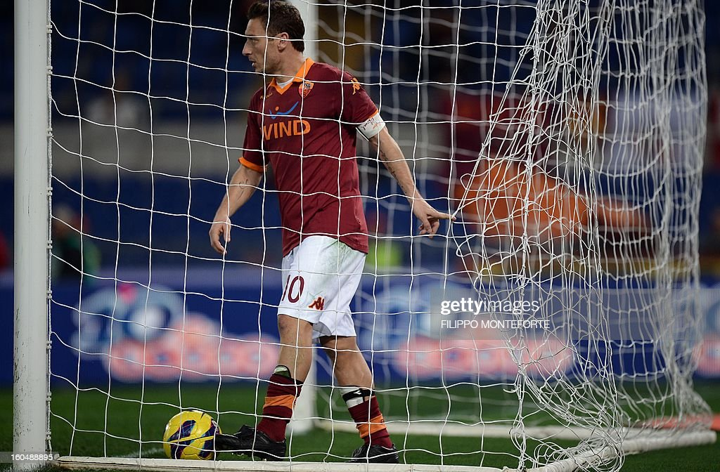 AS Roma forward Francesco Totti (L) reacts against Cagliari after losing 4-2during the Serie A football match AS Roma vs Cagliari in Rome's Olympic Stadium on Febuary 1, 2013.