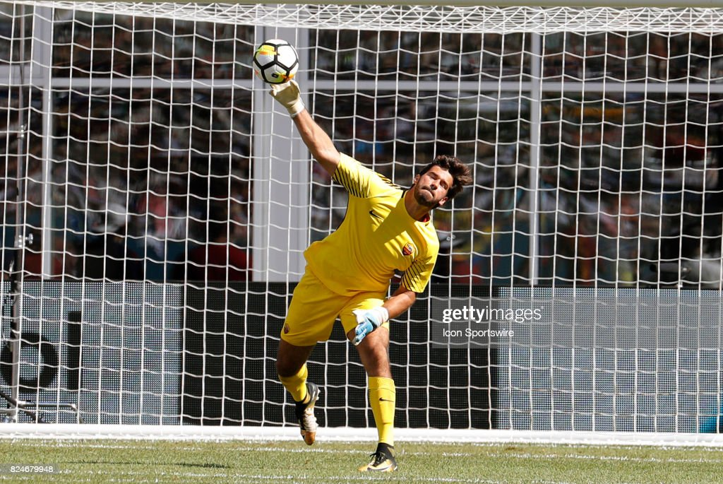 Real Madrid 2018-19 --Juventus / Man Utd Updates - Page 5 Roma-goalkeeper-alisson-distributes-the-ball-during-an-international-picture-id824679948