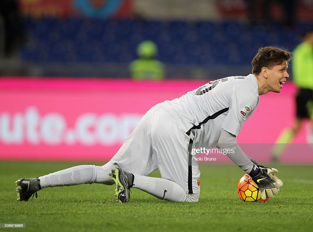 AS Roma goalkeeper Wojchiech Szczesny in action during the Serie A match between AS Roma and UC Sampdoria at Stadio Olimpico on February 7, 2016 in Rome, Italy.