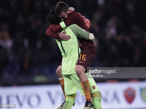 Roma goalkeeper Wojciech Szczesny and Daniele De Rossi celebrates the victory after the Serie A match between AS Roma and AC Milan at Stadio Olimpico...