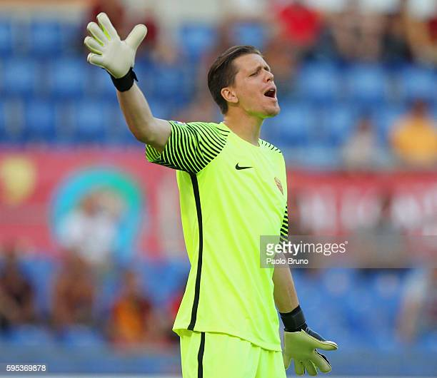 Roma goalkeeper Wojciech Szczesny gestures'nduring the Serie A match between AS Roma and Udinese Calcio at Olimpico Stadium on August 20 2016 in Rome...