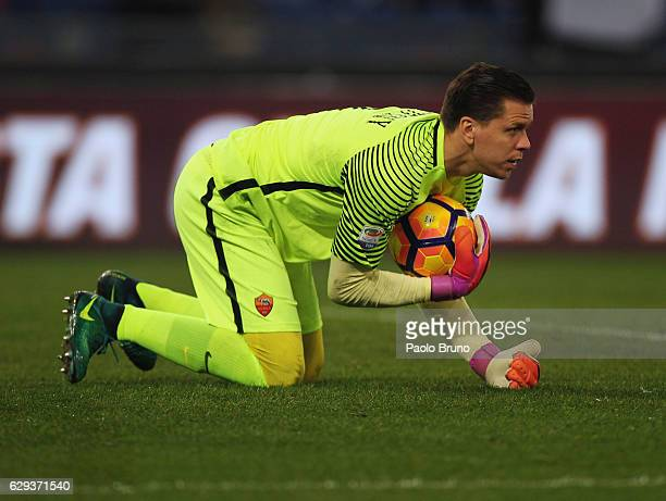 Roma goalkeeper Wojciech Szczesny in action during the Serie A match between AS Roma and AC Milan at Stadio Olimpico on December 12 2016 in Rome Italy