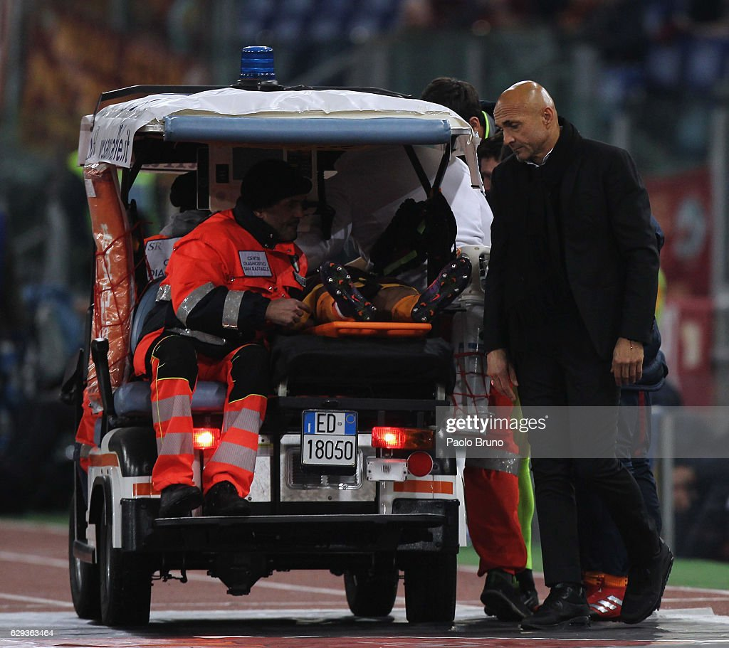 AS Roma head coach Luciano Spalletti reacts as his player Bruno Peres is injured during the Serie A match between AS Roma and AC Milan at Stadio Olimpico on December 12, 2016 in Rome, Italy.