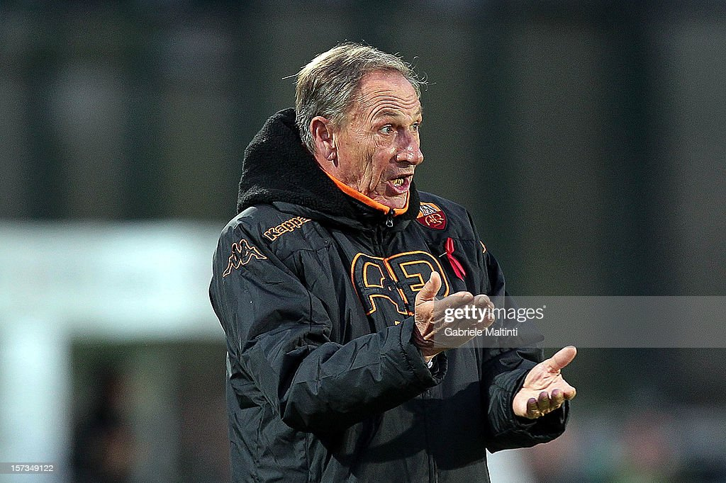 Roma head coach <a gi-track='captionPersonalityLinkClicked' href=/galleries/search?phrase=Zdenek+Zeman&family=editorial&specificpeople=628975 ng-click='$event.stopPropagation()'>Zdenek Zeman</a> shouts instructions to his players during the Serie A match between AC Siena and AS Roma at Stadio Artemio Franchi on December 2, 2012 in Siena, Italy.