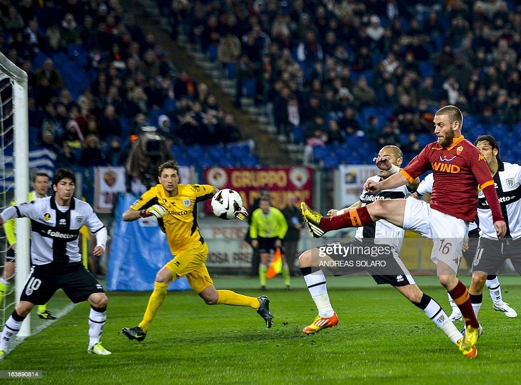 AS Roma midfielder Daniele De Rossi (R) tries to score against Parma during their Italian Serie A football match on March 17, 2013 at Rome's Olympic stadium.